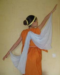 Aurore Schneider danse l'hymne à Néménsis