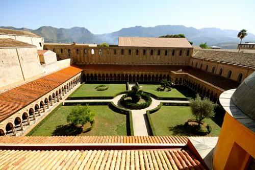 Jardin du cloître de Monreale, Sicile (cliché M. Süssen / wikicommons)