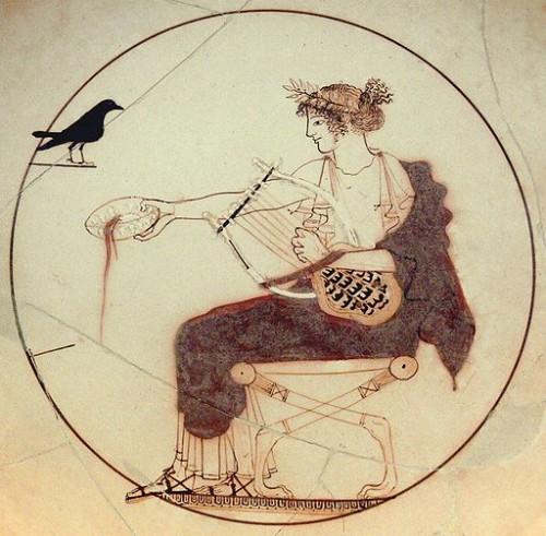 Apollon et le corbeau (v. 460 av. J.C.) Musée archéologique de Delphes, Wikicommons
